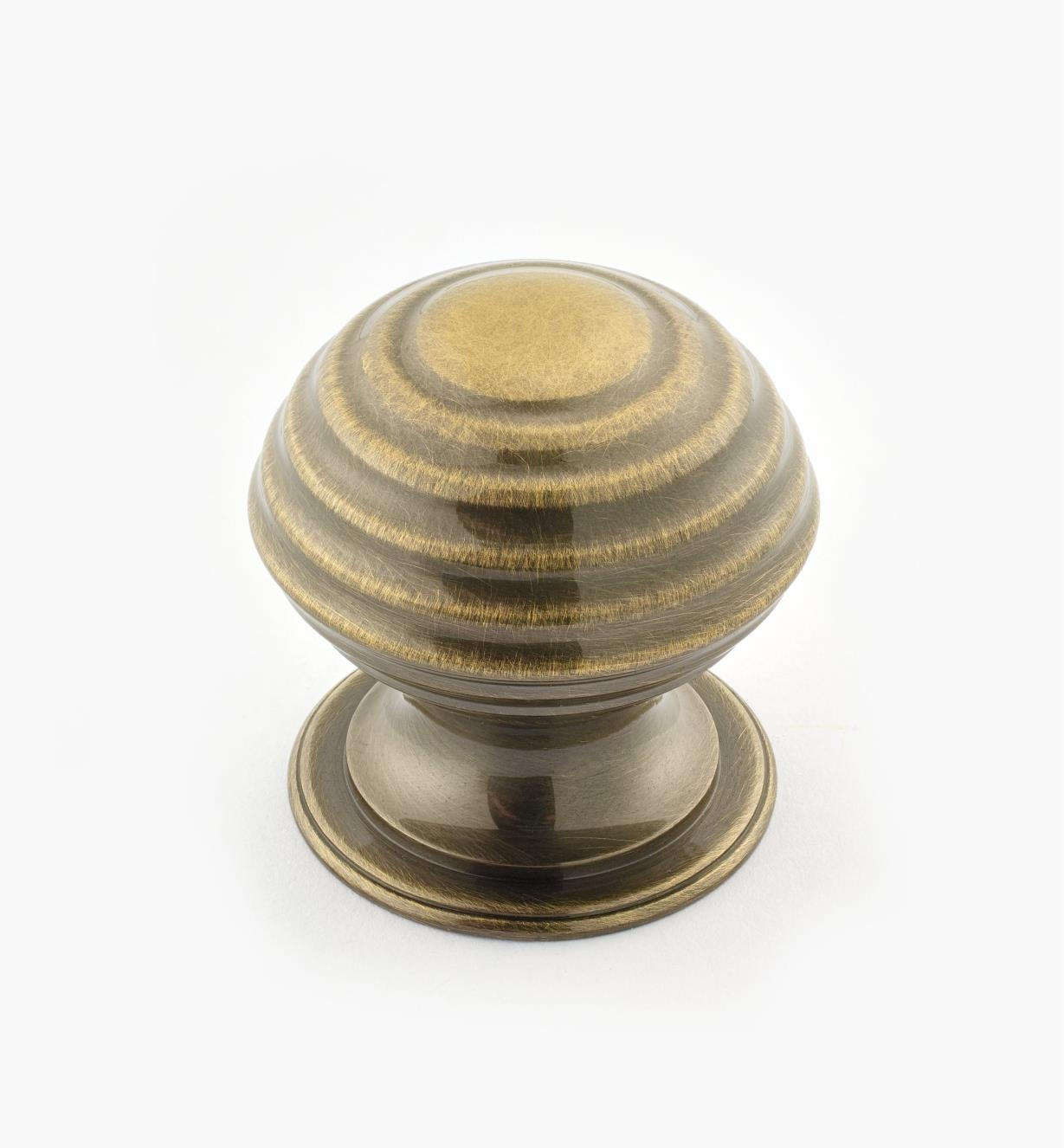 "02W3236 - Antique Brass Suite - 1 1/2"" x 1 1/2"" Turned Brass Ridged Knob"