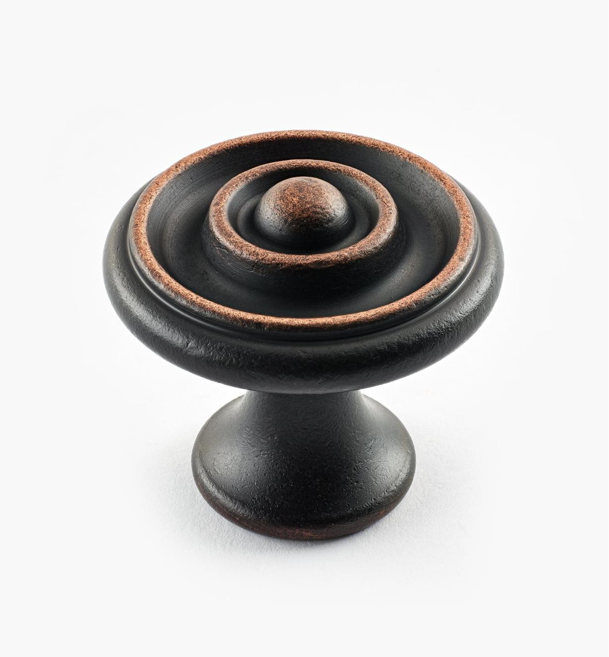 02W3262 - Bouton à bosselure centrale de 1 5/8 po x 1 1/2 po, série Vieux Bronze, laiton tourn&eacute