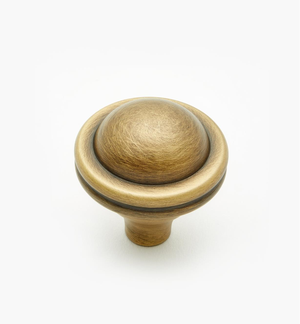 02W4011 - Antique Brass Knob