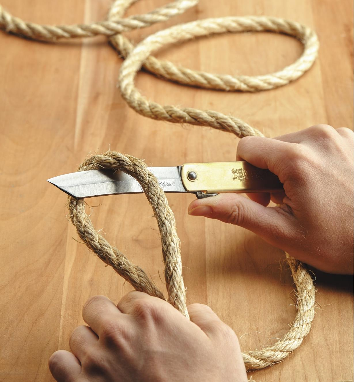 Using a Japanese Carpenter's Knife to cut rope