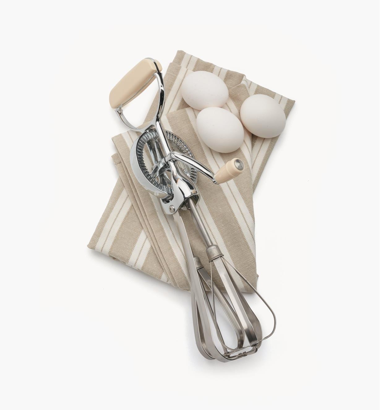 EV454 - Hand-Crank Egg Beater