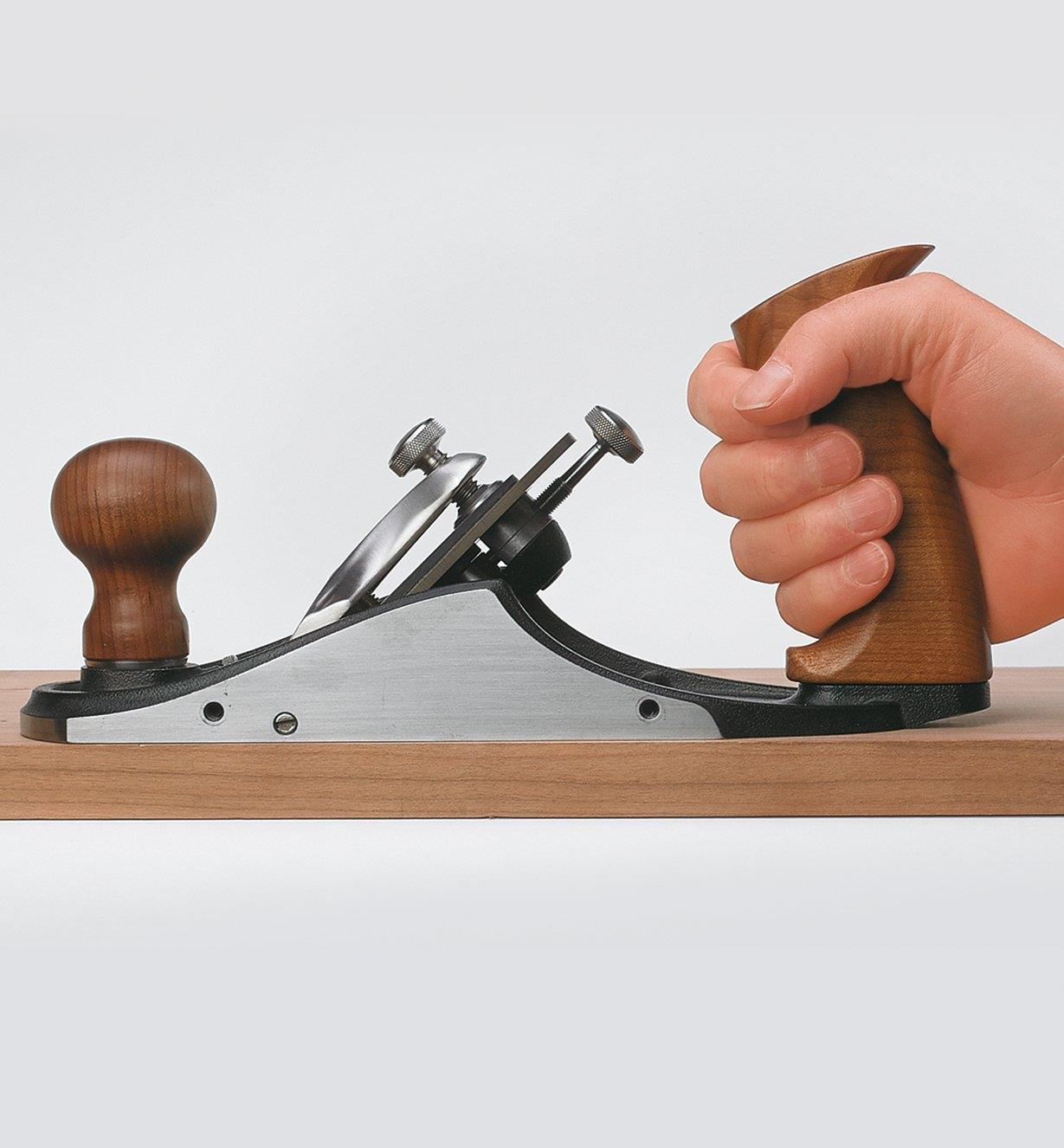 Gripping a tote installed on a custom bench plane