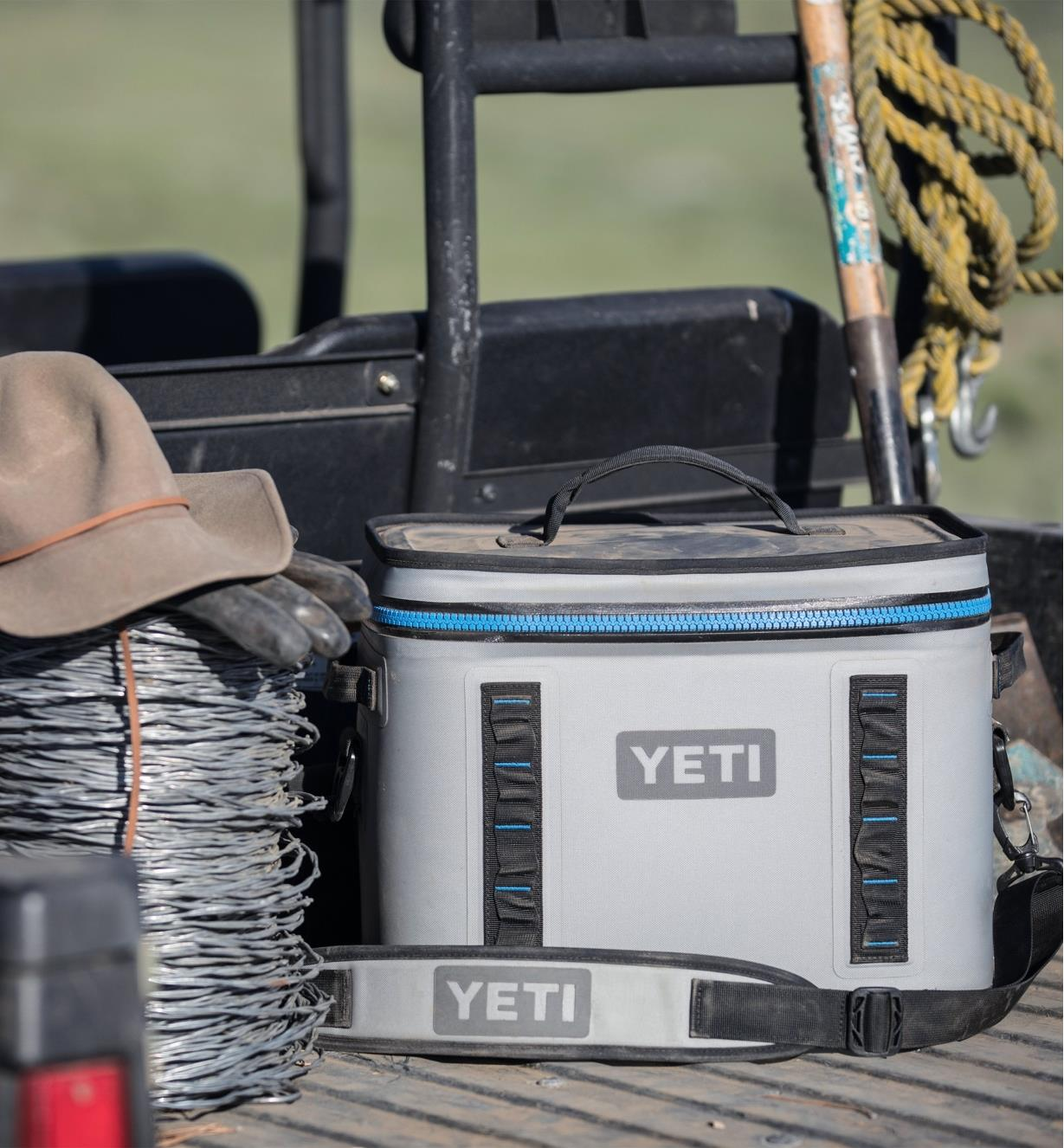 74K0020 - Yeti Hopper Flip 18 Soft-Sided Cooler, Gray