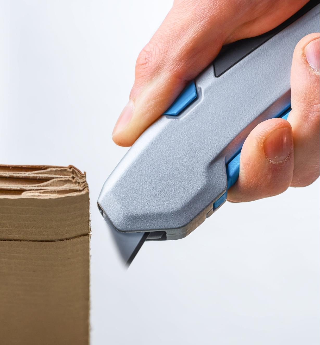 Safety utility knife blade automatically retracting after slicing thick cardboard