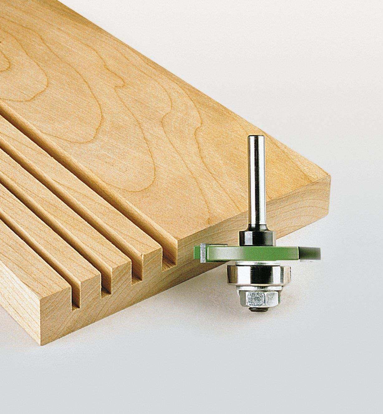 18J8203 - Ensemble couteau à rainurer à 3 ailettes et arbre, 17/8po x 1/8po x 8mm