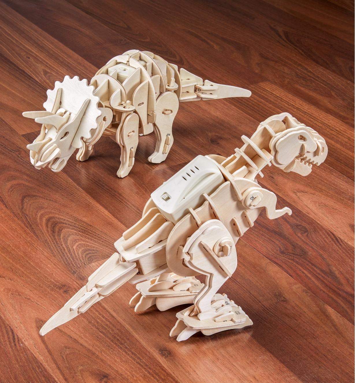45K5042 - Walking Triceratops Model Kit