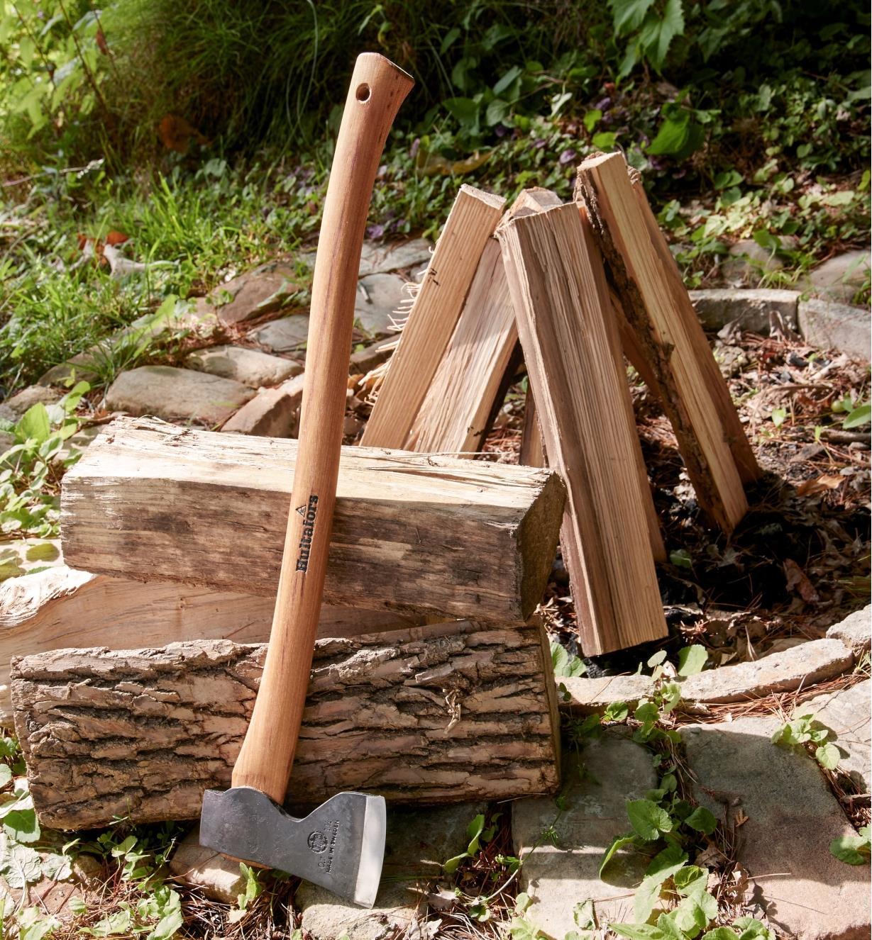 Construire Un Foyer Extérieur petite hache forestière hultafors - lee valley tools