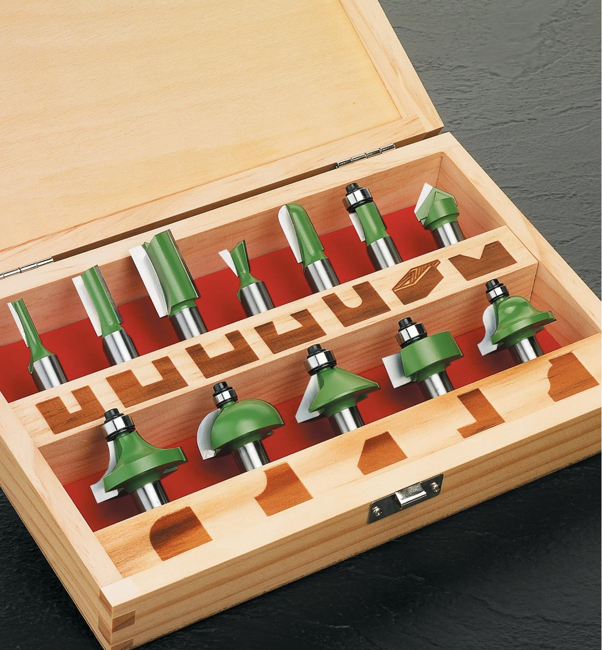 16J0101 - Box of 12 Router Bits, 1/2