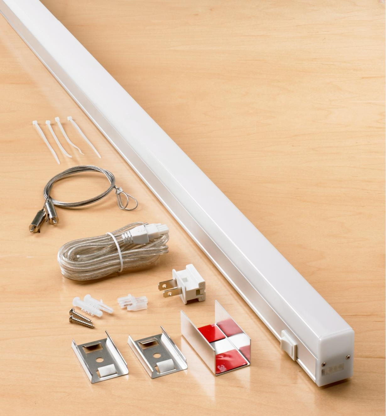 99W7681 - SlimLight LED Fixture, 4'