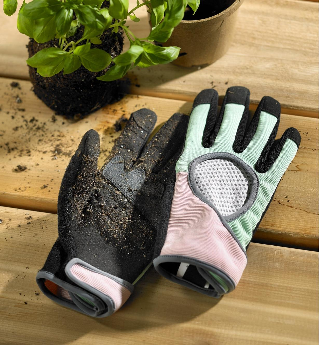 Women's garden gloves encrusted with soil