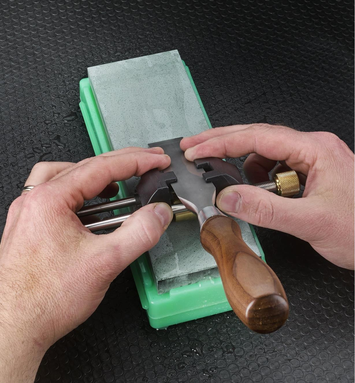 Sharpening a chisel on a Ha-No-Kuromaku ceramic stone