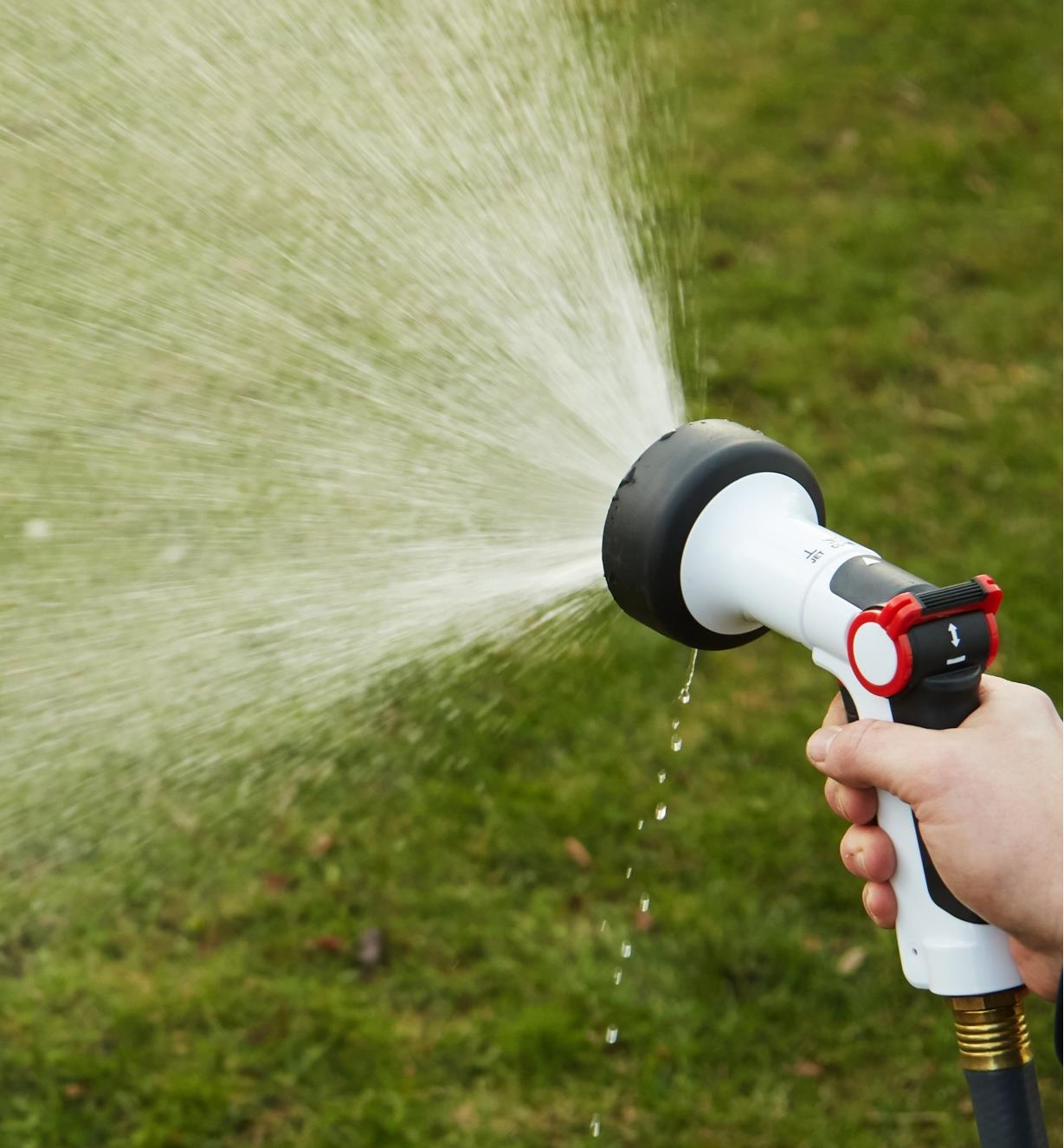 Large shower nozzle spraying water using the cone setting