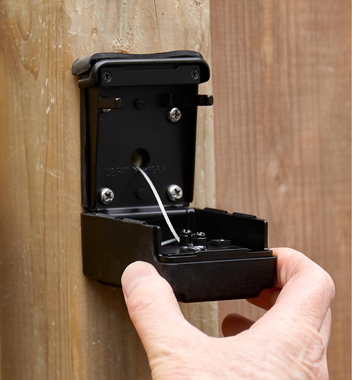 Opening the keyless gate lock