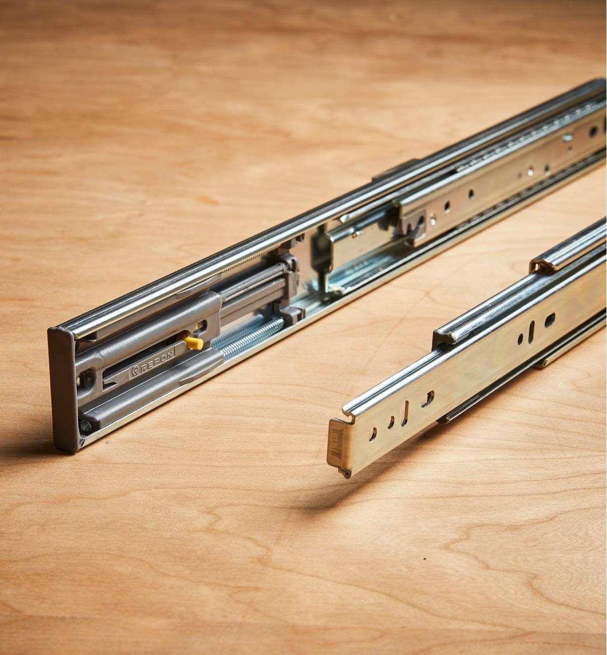 "02K4945 - Zinc Plate, 450mm (18""), Soft-Closing Full-Extension Slides, pr. (100 lb)"