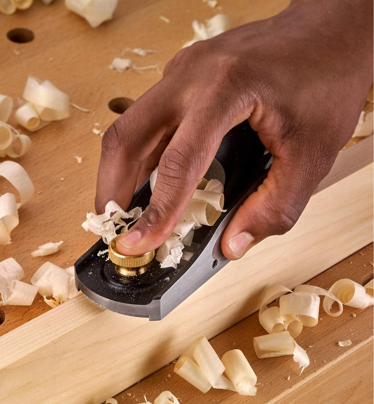 Using the Veritas Standard Block plane to plane a workpiece with one hand