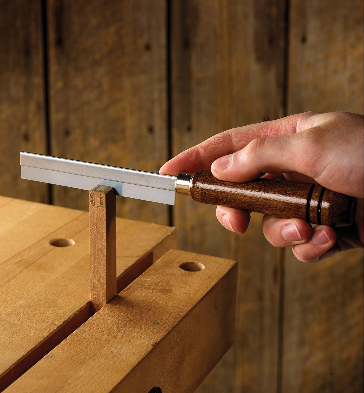 Cutting details into a wooden workpiece with an ultra-thin razor saw