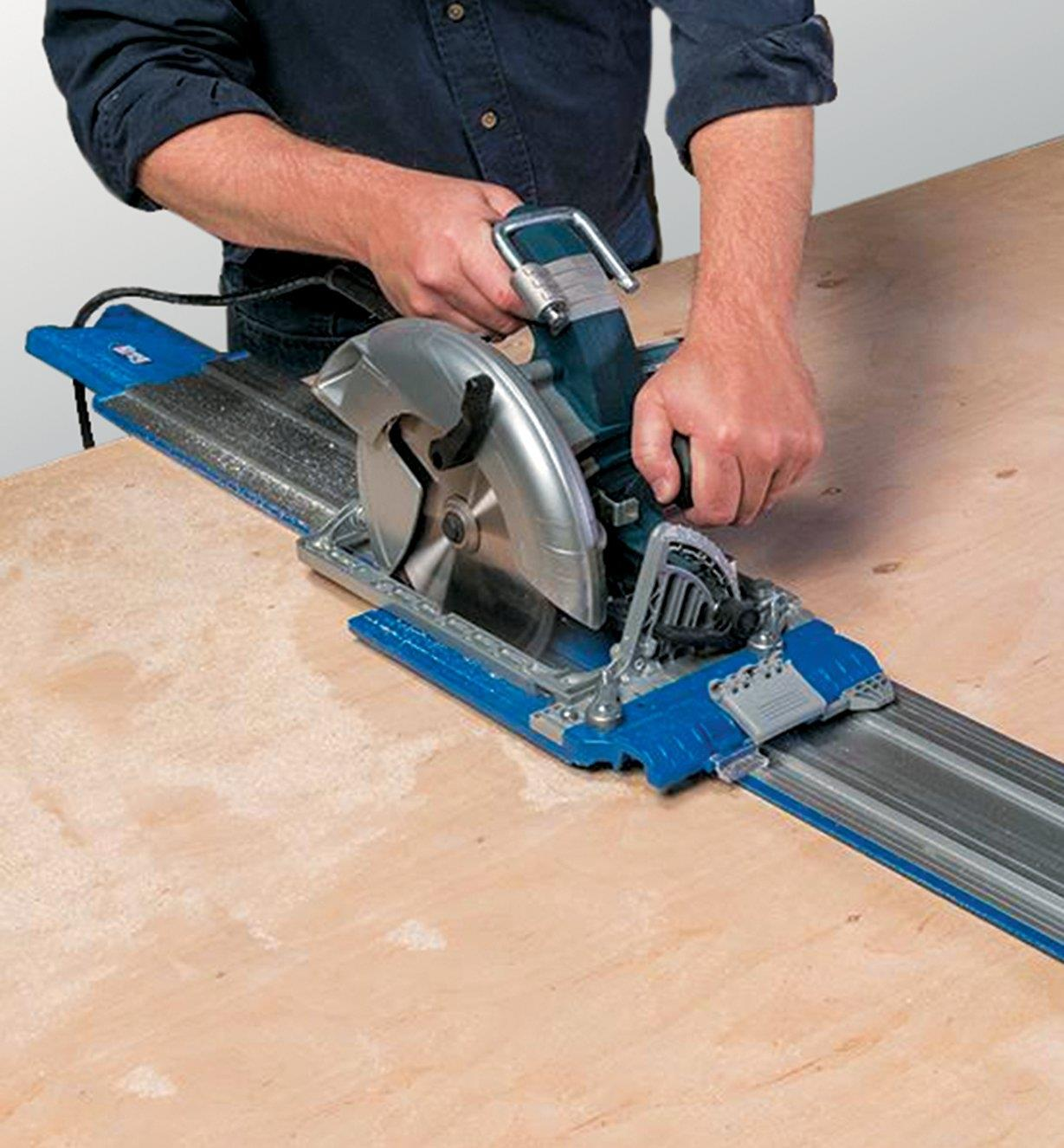 Cutting a panel with a circular saw using the saw guide