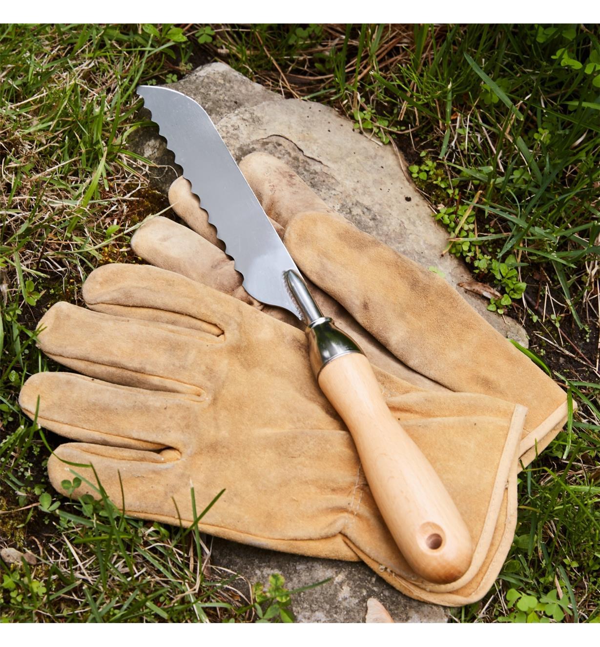 AB626 - Couteau pour gazon en plaques LeeValley