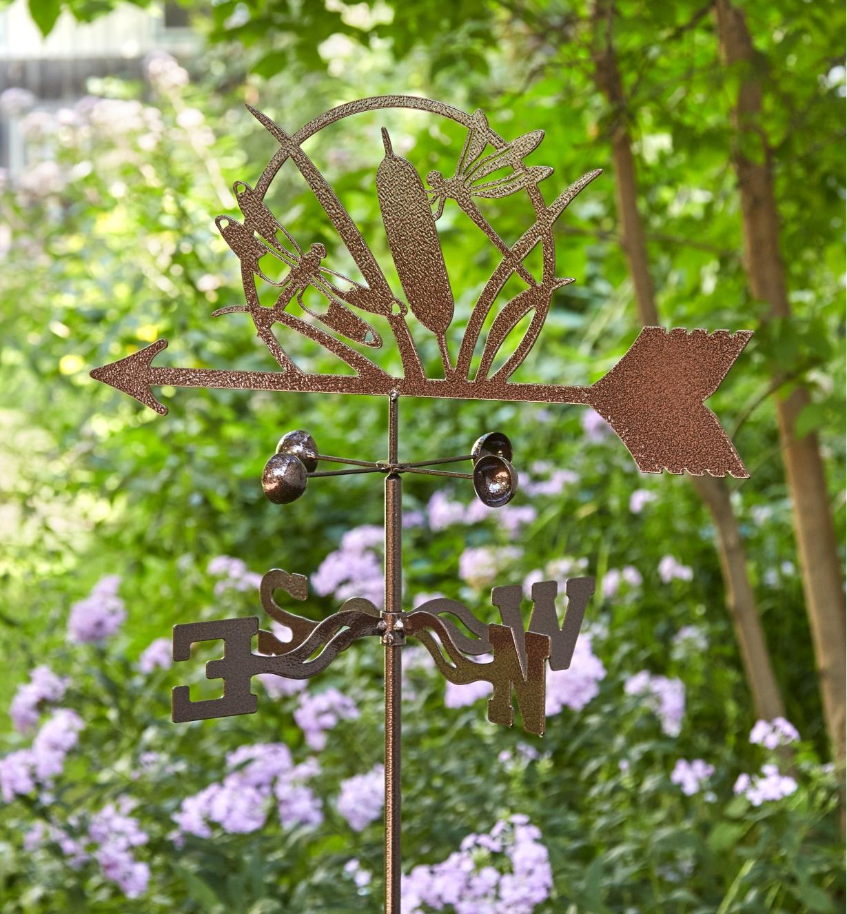 The topper, wind cups and directional of the dragonfly garden weathervane